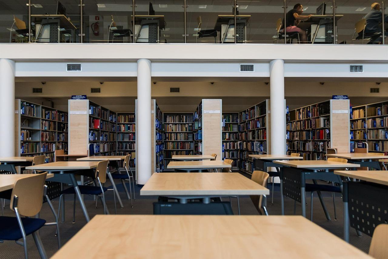 biblioteca publica ahorrar dinero