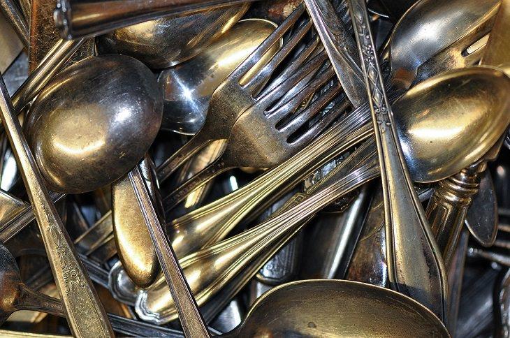 6. position your utensils alternately