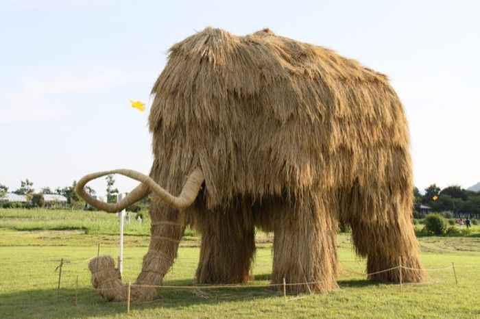 straw statues