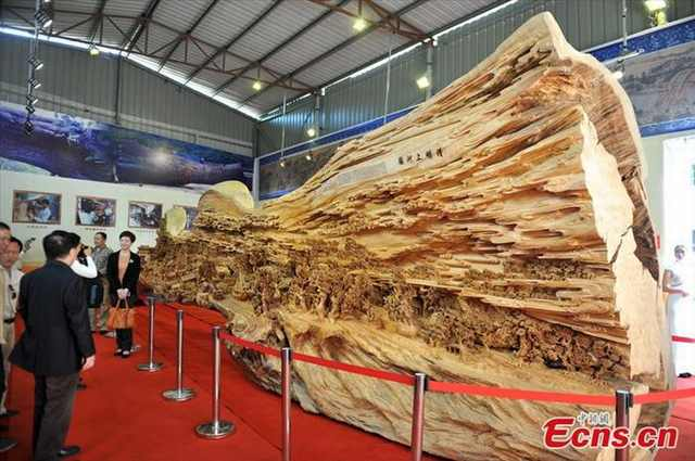 world's longest wood carving