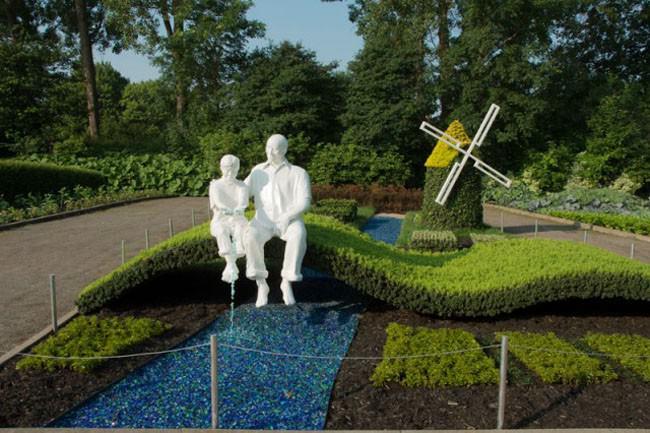 lawn statues