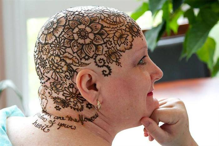 Henna tattoos for cancer patients
