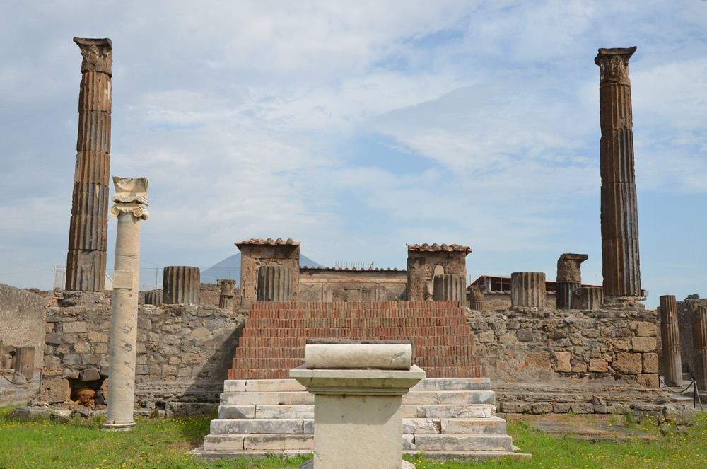 1 the forum of pompeii Description (will be expanded in the future):the forum of pompeii was the commercial, political, and religious epicenter of the city temples, markets, basilicas, and government buildings surrounded the central courtyard of the forum.