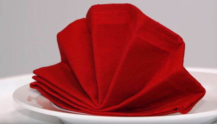 8 Easy Napkin Techniques to Liven Up Your Dinner Table
