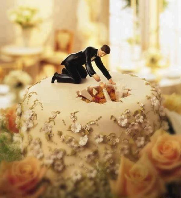 16 Wedding Cake Toppers That\'ll Make You Laugh | Funny - BabaMail