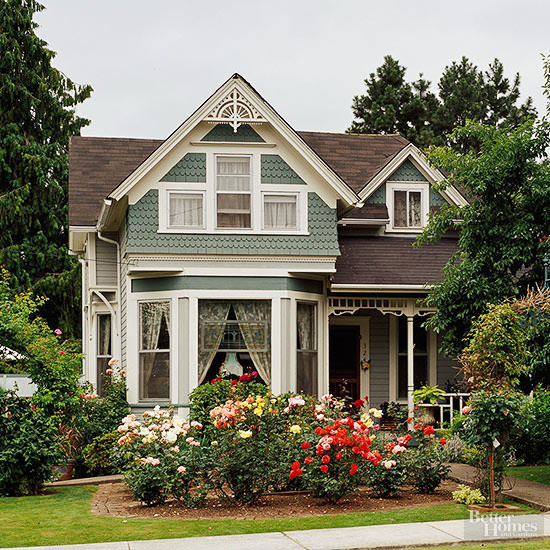 Victorian style home features and ideas design Victorian house front