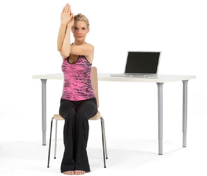 chair eagle arms - gerakan yoga