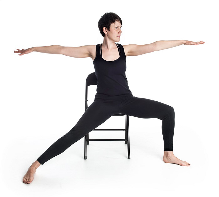 chair warrior 2 gerakan yoga