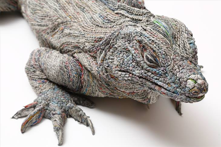 Chie Hitosuyama, art, sculpture, newspaper, animals