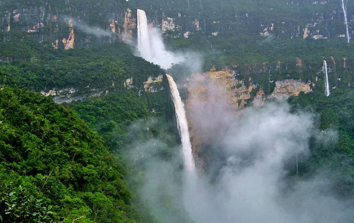 Nature - Waterfalls - Stunning - Tourism