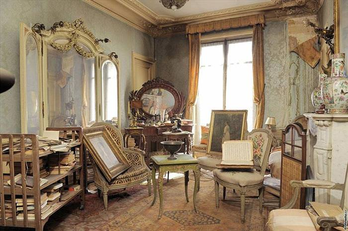 This House in Paris Was Opened 70 Years Later - What Was Found is Unbelievable