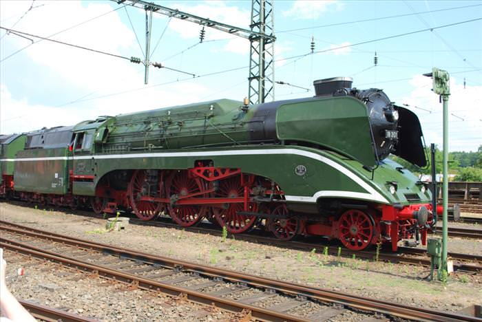 These Steam Trains Were The Speed Kings Of Their Time