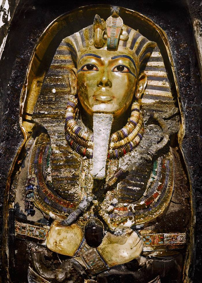 These Recolored Photos of the Discovery of Tutankhamun's Tomb