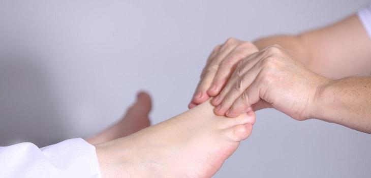 treating foot fungus at home