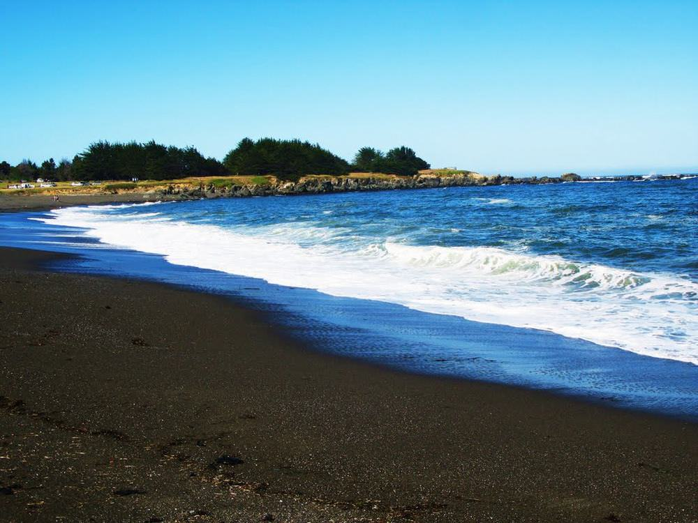 Beautiful black sand beaches nature babamail for How many black sand beaches in the world