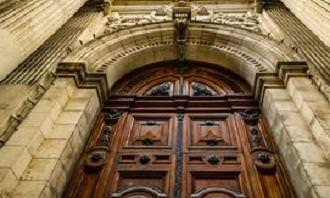 Grande porta de entrada antiga