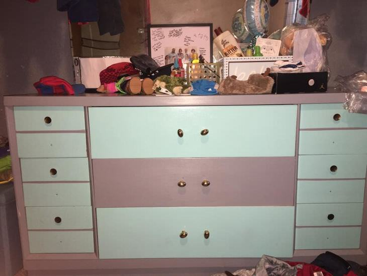 Illusions The Dresser Is Actually Blue And Gray In Real Life But Reddish Lighting Makes Unsaturated Parts Of Photo Ear Pink