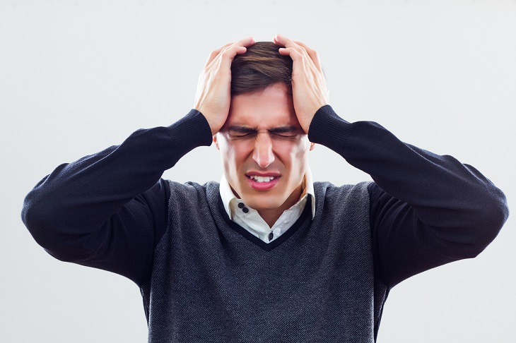7 Warning Signs That Your Headache Is a Medical Emergency