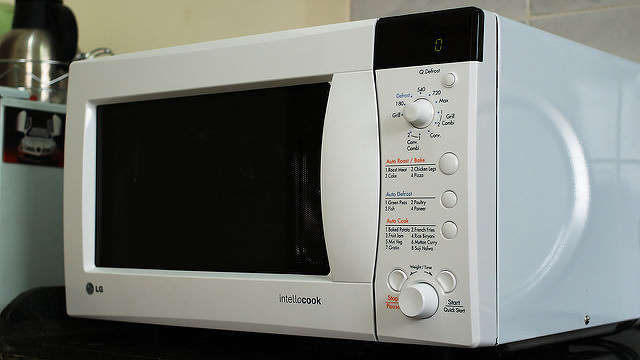 You should never put these things in a microwave tips and updates babamail - Things never put microwave ...
