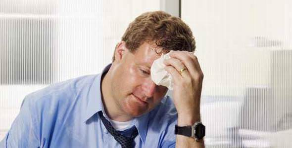 10 ways to stop sweating: man sweating