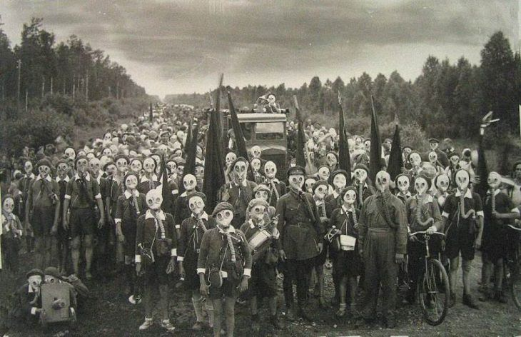 Interesting Things Only Found on Earth, An active volcano spewing poisonous gas made the 3000 residents of Miyakejima, Japan, choose to live permanently wearing gas masks instead of leaving the island