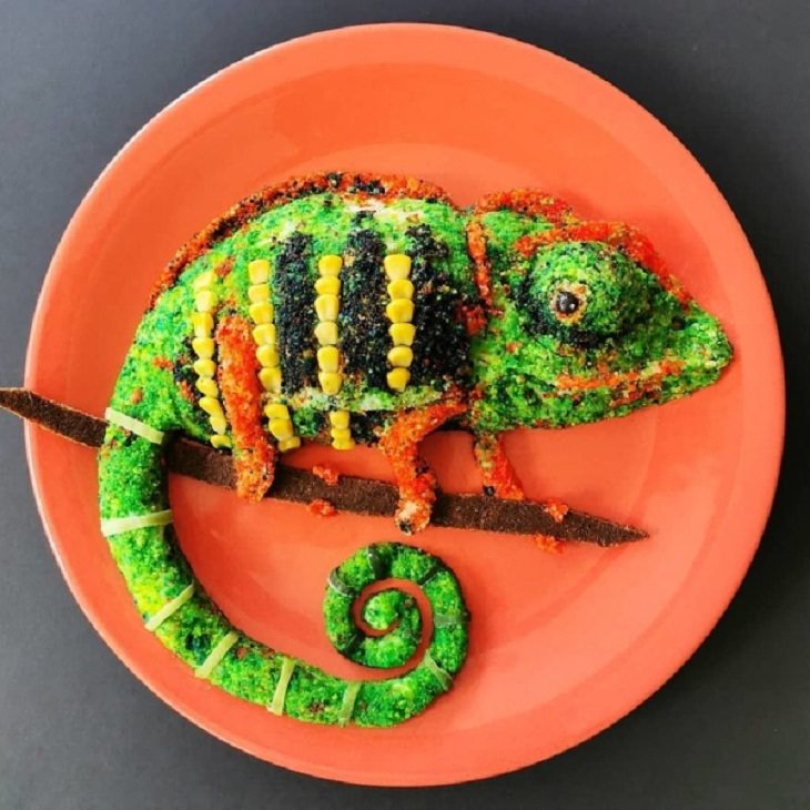 Beautiful and creative artwork made with food on plates by de meal prepper, art made from food, Chameleon