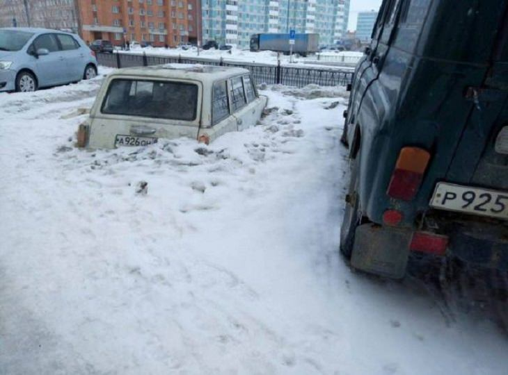 Hilariously bad days for people caught on camera, car buried under snow