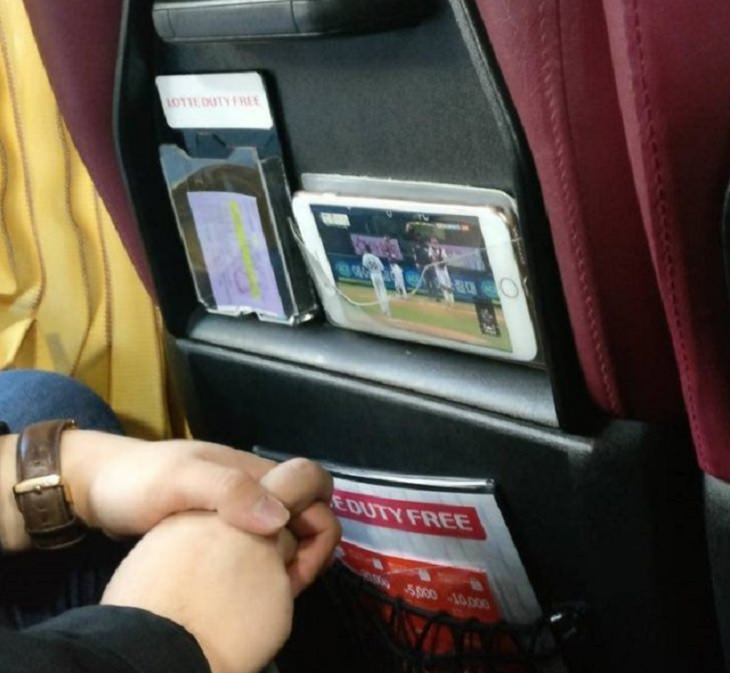 interesting, strange and unique things found only in South Korea, Clear pockets in buses for mobile phones so you can watch movies