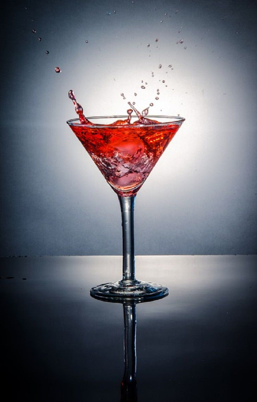 Sour Apple, Pomegranate, Martini, James Bond, Low-Calorie, Diets, Healthy, Drinks, Alcohol, Cocktail, Mixers, Lime, Liqueur, Liquor