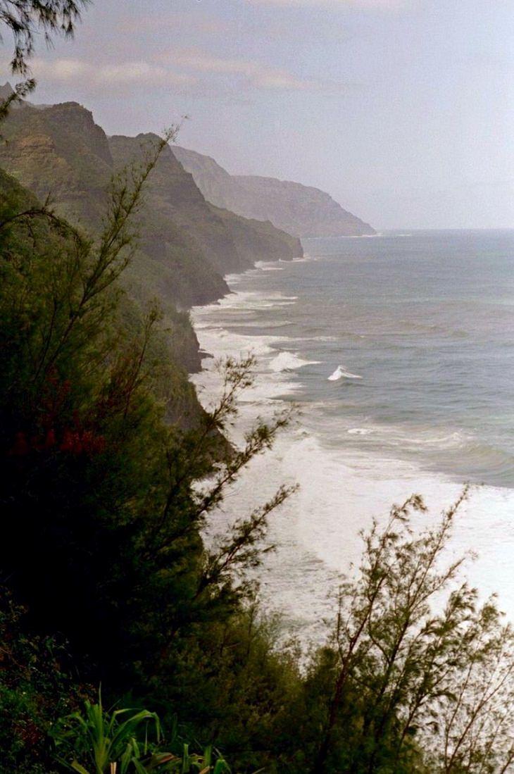 Kalalau Trail, Na Pali, Hawaii, mountain trails, hiking, trekking, rock climbing, dangerous,