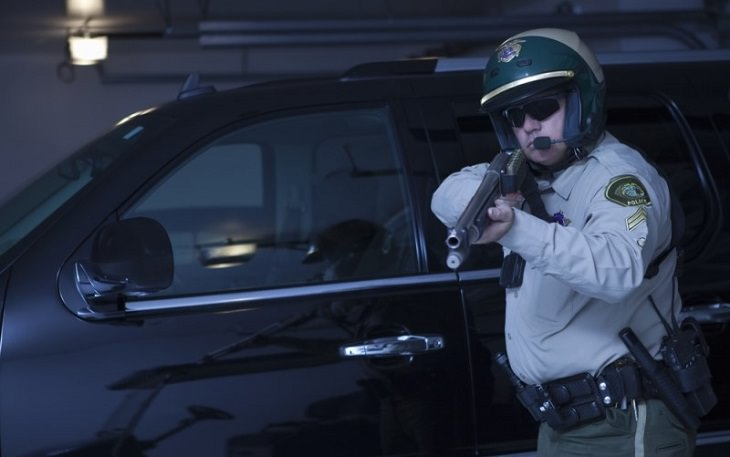 joke patrolman with rifle