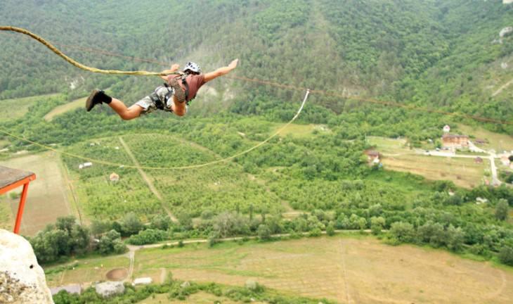 joke man bungee jumping
