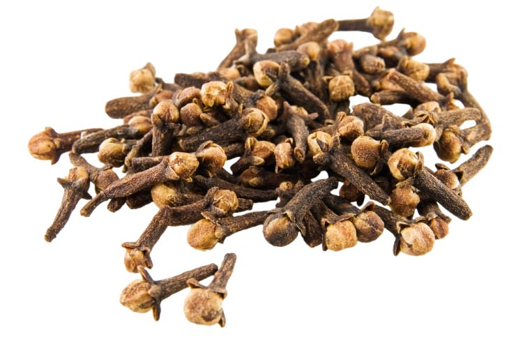 natural remedies for bad breath: cloves