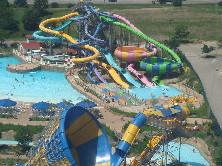 Hurricane Harbor, New Jersey, travel, health, cool, heat, summer, water park, refreshing, pool, ride, slide, amusement, family, friends, trip