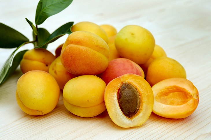 Apricots, health, family and parenting, fruits and vegetables, nutrients, minerals, vitamins, calcium,