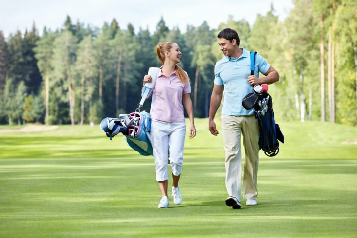 joke man and woman on golf course
