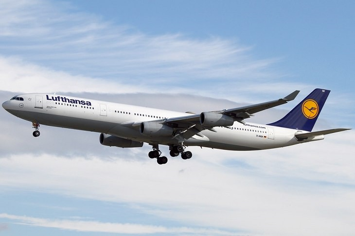 Most commercially successful passenger airplanes and aircrafts used by airlines around the world, Airbus A340-300