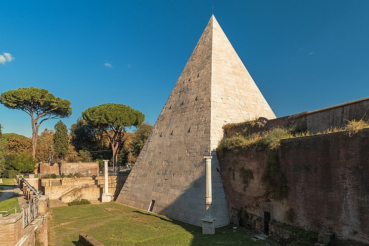Great Pyramids of the World, The Pyramid of Cestius, Rome, Italy, Ancient roads