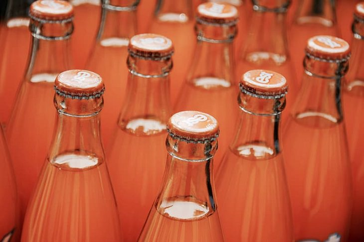 Names of everyday items you didn't know, Glass bottles in a crate, ullage