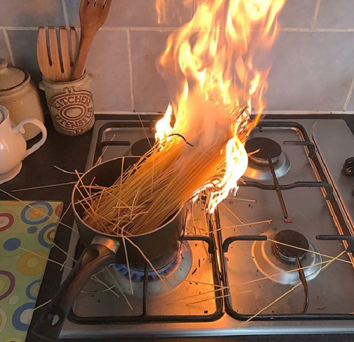 Hilarious cooking and baking fails, Pot with uncooked spaghetti in it on fire