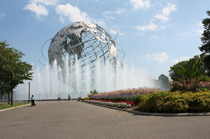 Beautiful and famous fountains found all around the world, Unisphere Fountain, New York, USA