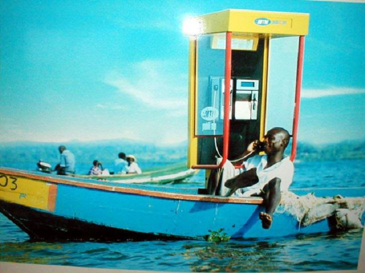 Hilarious photos showing things that can happen only in Africa, Man in sailboat talking on a payphone