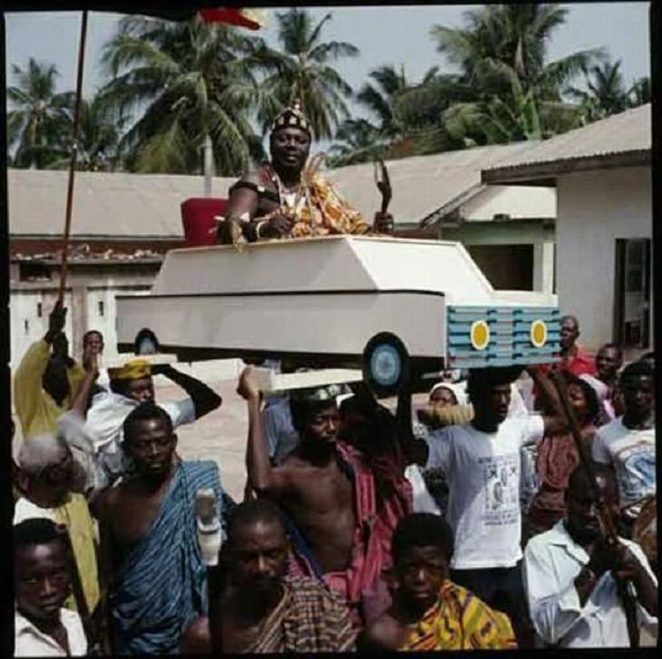 Hilarious photos showing things that can happen only in Africa, Paper car and occupant being carried by a crowd of people