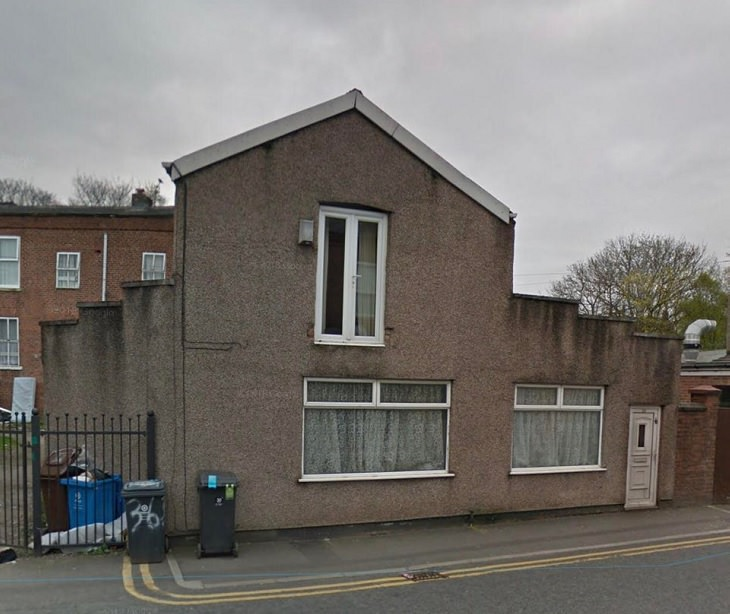 Weirdly designed and bizarre buildings from around the world, A house where the door is above the window in Failsworth, Manchester, England