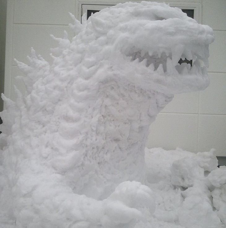 Residents of Tokyo create creative and unique snowmen and ice sculptures, Snow sculpture of Godzilla