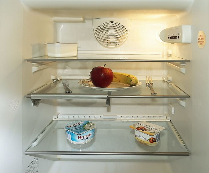 Drinks healthy to have while fasting, Open fridge with few contents like an apple, banana, and yogurt