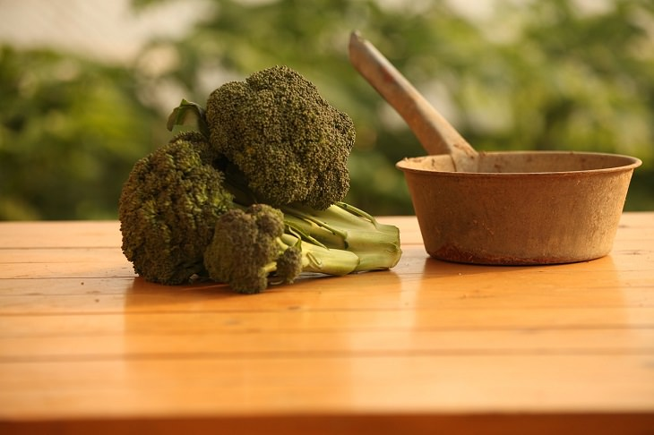 Helpful cooking, baking, and kitchen tips, Broccoli cut on table next to pan