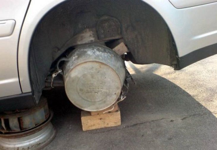 Strange, odd and weird things only found in Russia, fake spare tire