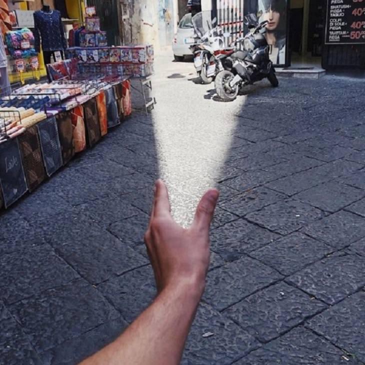 Ilusões ópticas incríveis criadas pelo artista e fotógrafo de Portugal Tiago Silva, um feixe de luz na rua de uma mão
