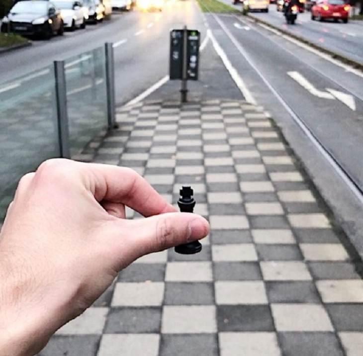 Incríveis ilusões de ótica criadas pelo artista e fotógrafo de Portugal Tiago Silva, estrada parecida com tabuleiro de xadrez com um peão agarrado a ele